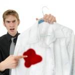 Как отстирать пятно с белой одежды