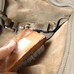 Как постирать кожаную сумку дома