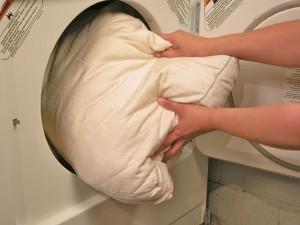как стирать синтепоновую подушку