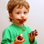 Как вывести или отстирать шоколад с одежды