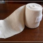 Можно ли стирать эластичный бинт и как?