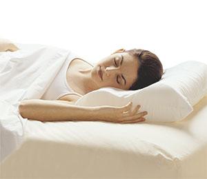 Можно ли стирать ортопедическую подушку и как?