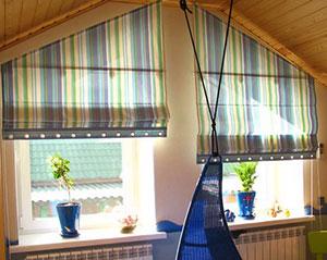 Как вывести пятна с рулонных штор?