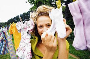 Как и чем стирать детские пеленки?
