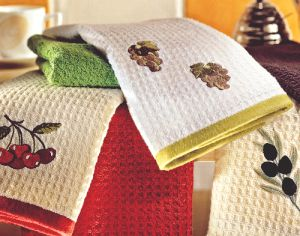 Отстирать кухонные полотенца с помощью растительного масла