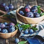 Как отстирать пятно от сливы