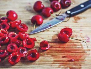 Как вывести пятно от вишневого сока