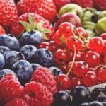 Как отстирать ягодные пятна на одежде