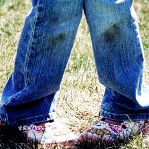 Как вывести пятна от травы на джинсах