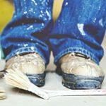 Как вывести пятно от краски на джинсах