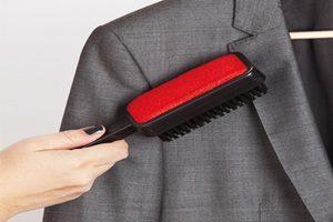Как почистить пиджак без стирки