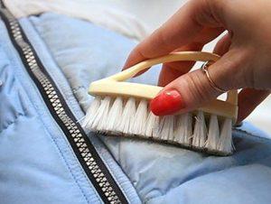 Как почистить куртку без стирки
