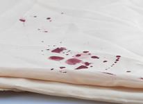 Как и чем отстирать кровь с постельного белья